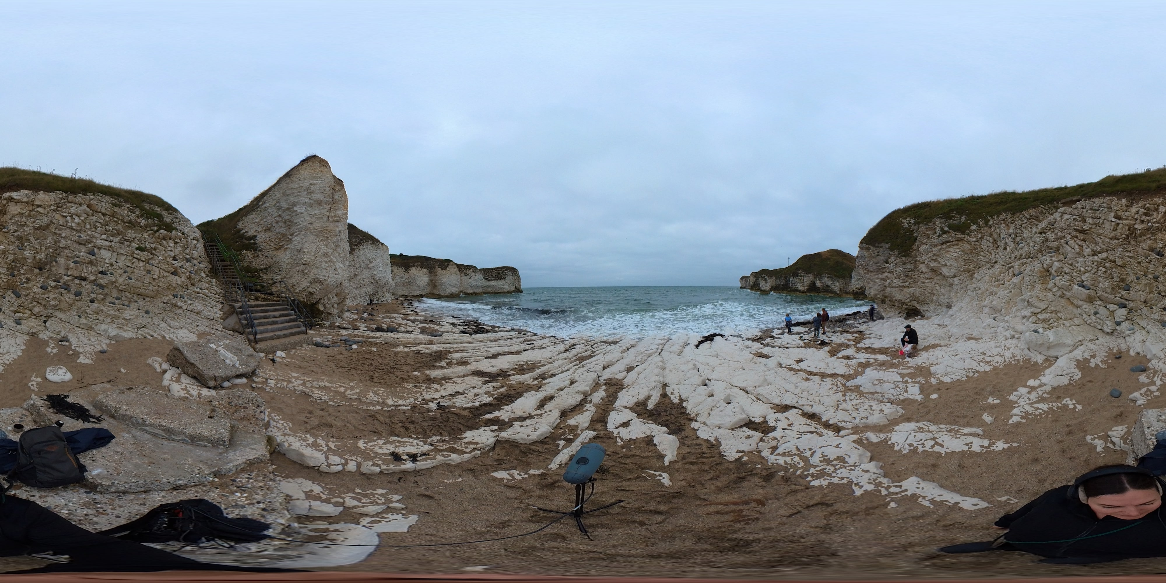 360 view of a little beach with rocks and cliffs